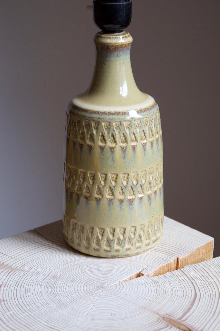 Danish Maria Philippi, Table Lamp, Glazed Incised Stoneware, Søholm, Denmark, 1960 For Sale
