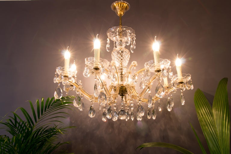 Maria Theresa Style Eight-Light Crystal Chandelier In Good Condition For Sale In Barntrup, DE