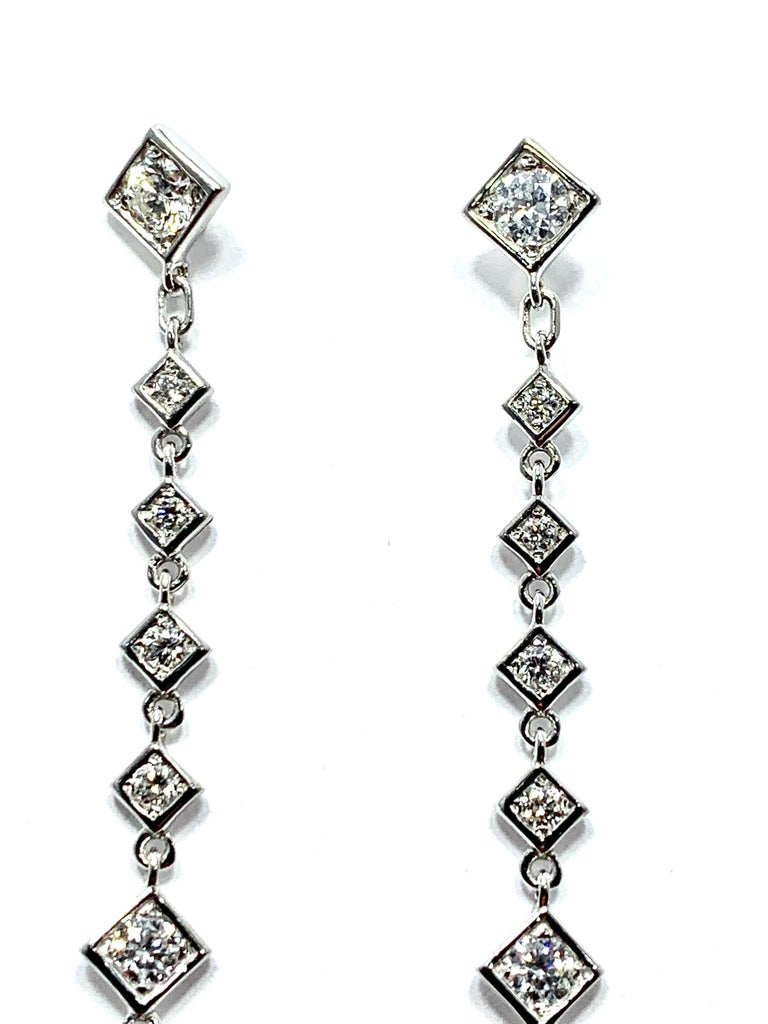 Mariani 1.64 Carat Round Brilliant Diamond and 18 Karat Gold Dangle Earrings In New Condition For Sale In Washington, DC