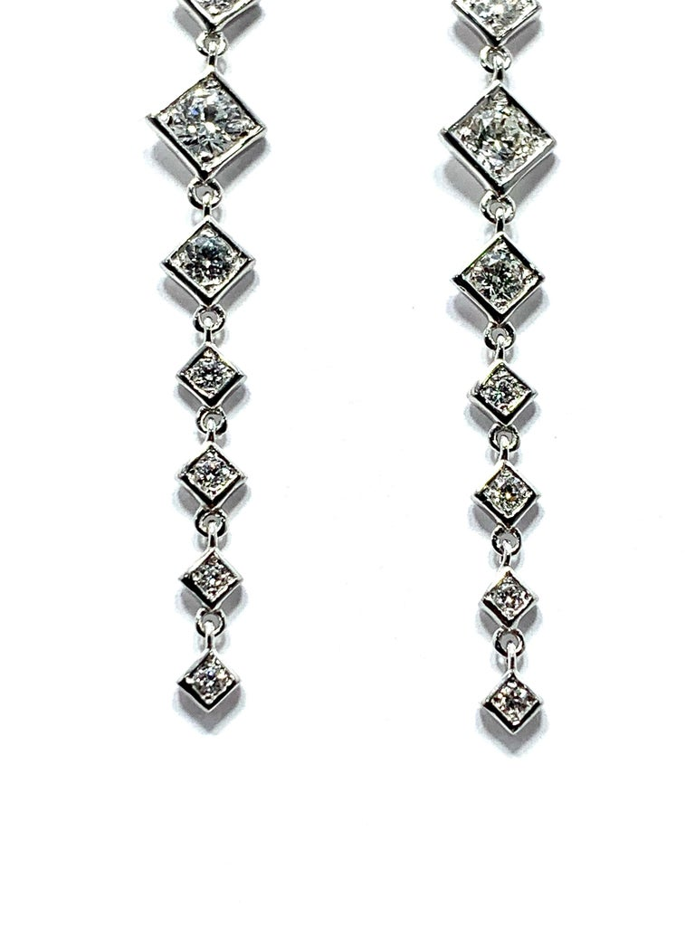 Women's or Men's Mariani 1.64 Carat Round Brilliant Diamond and 18 Karat Gold Dangle Earrings For Sale