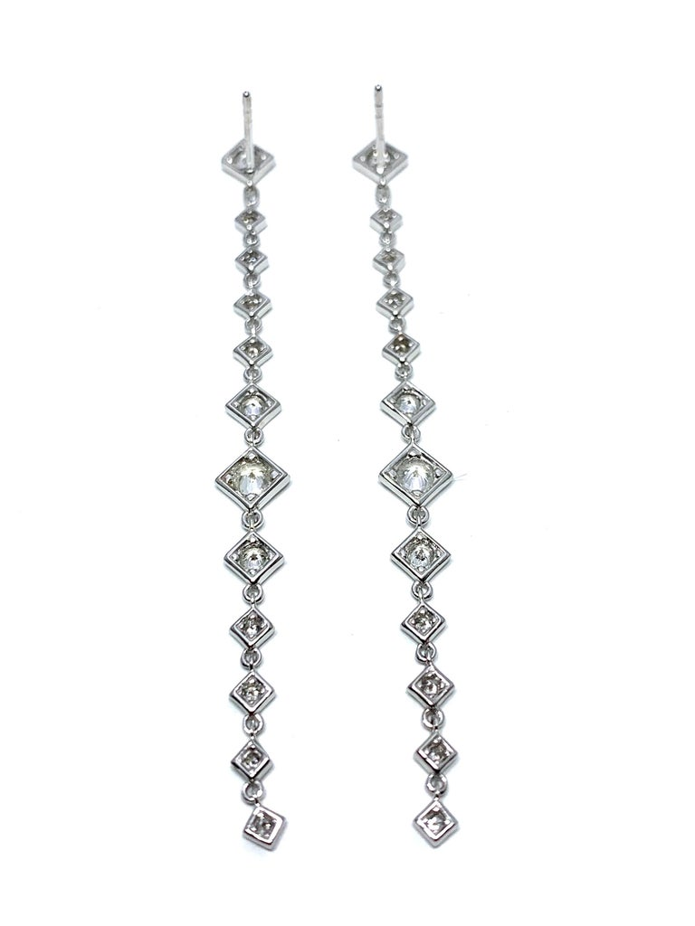 Mariani 1.64 Carat Round Brilliant Diamond and 18 Karat Gold Dangle Earrings For Sale 1