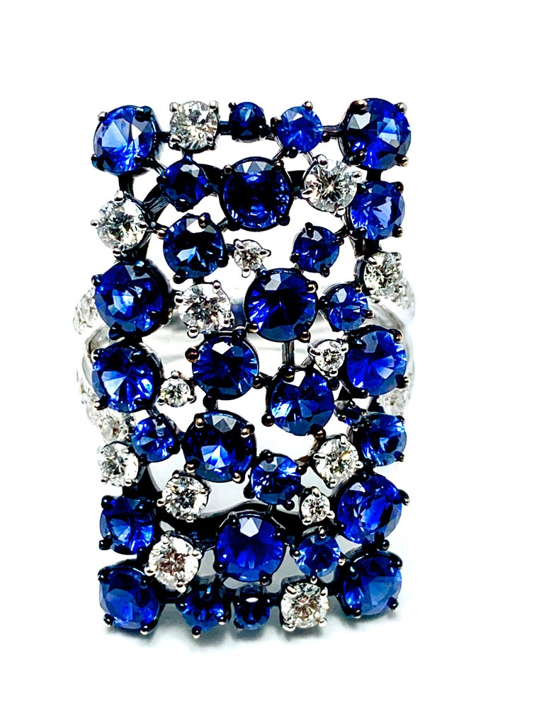 Modern Mariani Manhattan Sapphire and Diamond Ring in 18 Karat Blue and White Gold For Sale