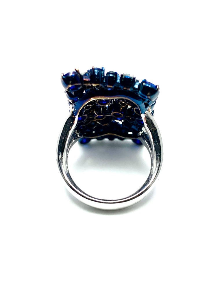 Mariani Manhattan Sapphire and Diamond Ring in 18 Karat Blue and White Gold In Excellent Condition For Sale In Washington, DC