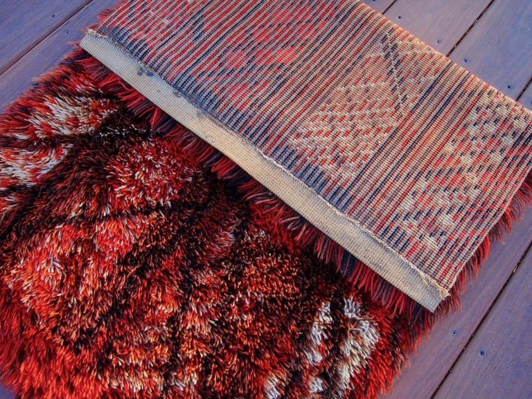 Marianne Richter Midcentury Red Kolmården Rya Rug or Wall Hanging In Good Condition For Sale In Los Angeles, CA