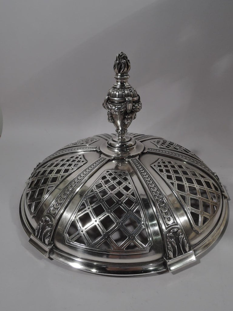 Marie Antoinette's Temple d'Amour Centerpiece with Mirrored Plateau In Excellent Condition For Sale In New York, NY