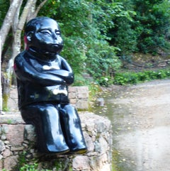 Visiteur Boudeur - Monumental Contemporary Resin Outdoor Scupture