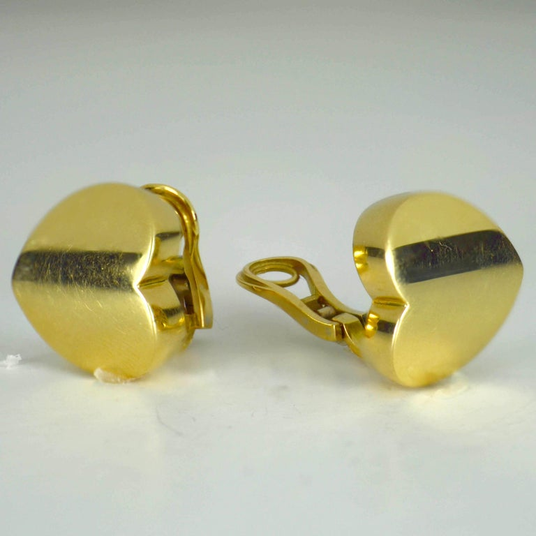 Marina B Yellow Gold Heart Ear Clip Earrings In Good Condition For Sale In London, GB
