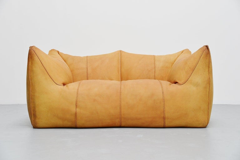 Super comfortable 2-seat so called 'Bambole' sofa, designed by Mario Bellini and manufactured by B&B Italia in 1976. Very nice and high quality usable small loveseater sofa. Very nice shaped sofa made of very thick and high quality natural buffalo