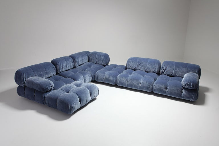 Mario Bellini Camaleonda Sectional Sofa in Blue Velvet In Excellent Condition For Sale In Antwerp, BE