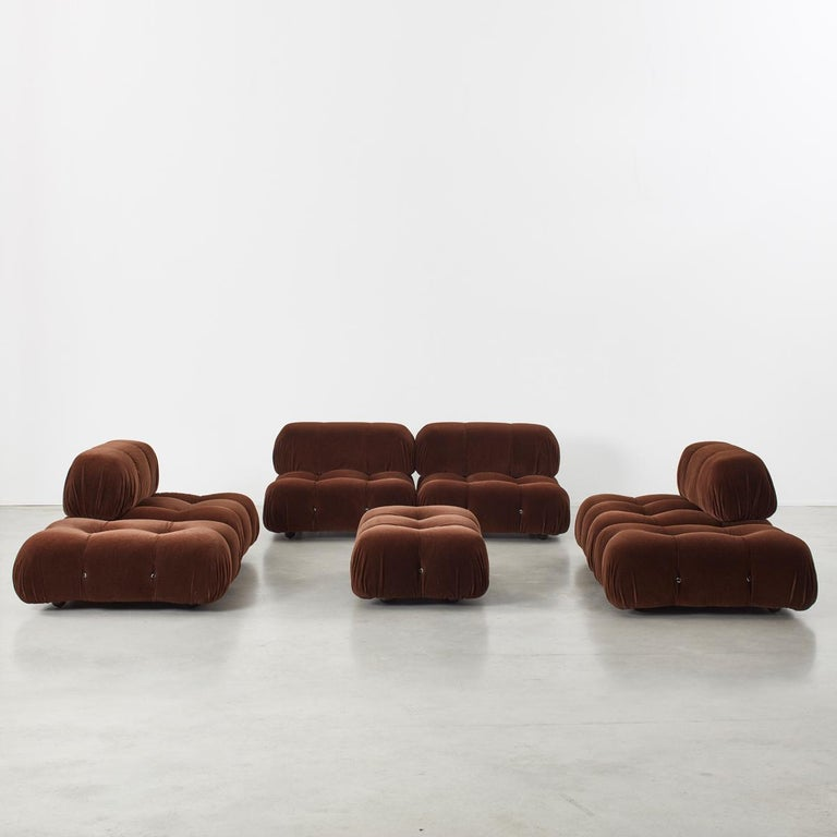 This modular sofa was designed by Mario Bellini in 1971 and was manufactured by C&B Italia. The backs and armrests are provided with rings and carabineers, which allows the user to create the desired configuration best suited to their needs. The