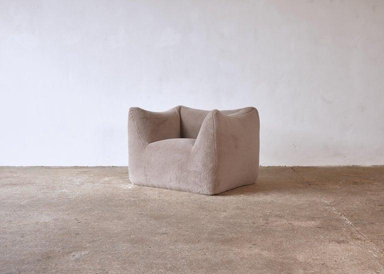 Italian Mario Bellini Le Bambole Lounge Chair, Upholstered in Alpaca, B&B Italia, 1970s For Sale