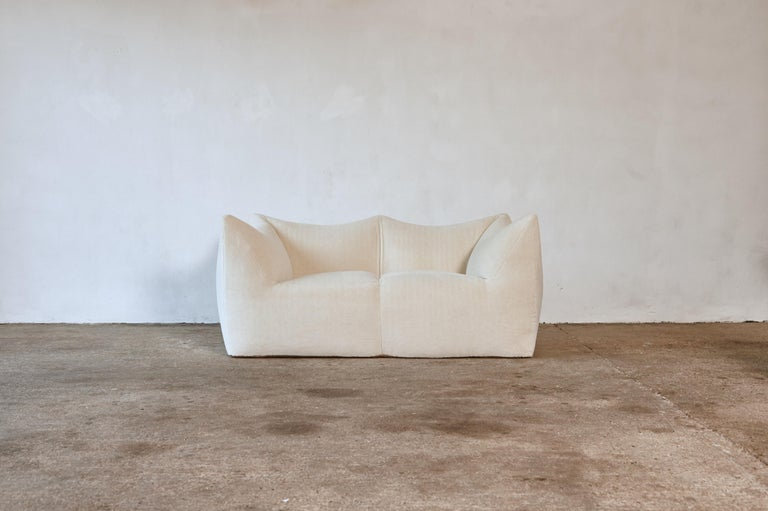 A beautiful Mario Bellini Le Bambole sofa, newly upholstered in luxury cream alpaca velvet, produced by B&B Italia, Italy in the 1970s. Marked on the underside.