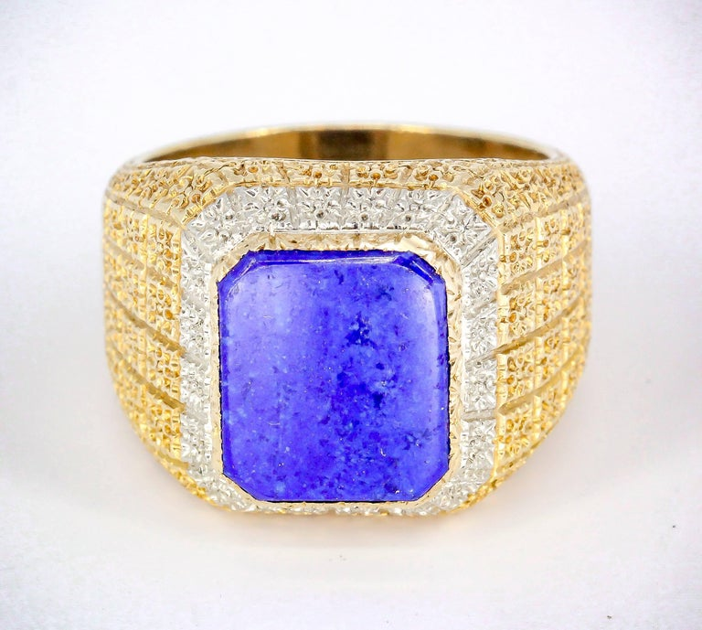 Handsome lapis lazuli and 18K yellow gold mens ring by Mario Buccellati. It features a rich blue central stone over an 18K yellow gold setting. Currently size 9.75.  Hallmarks: M. Buccellati, 750, Italy, Italian workshop mark.