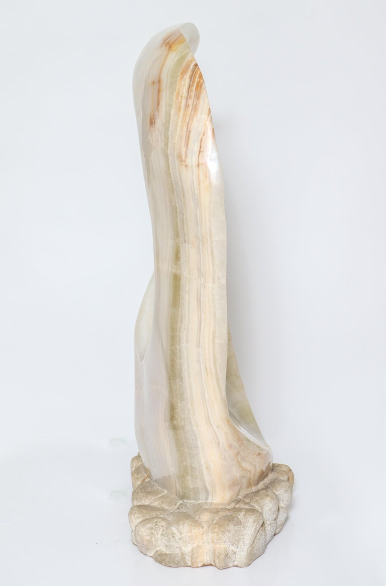 Mario Guti Mid-Century Modern Carved Onyx Biomorphic Sculpture In Good Condition For Sale In New York, NY