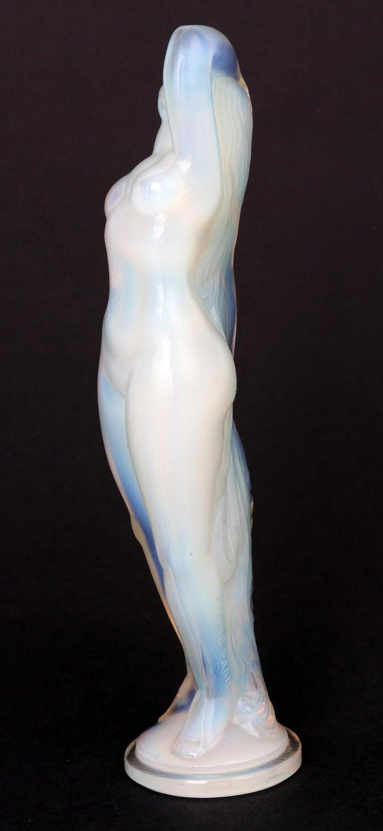 Marius Ernest Sabino French Art Deco Opalescent Glass Nude Figure In Good Condition For Sale In Bishop's Stortford, Hertfordshire