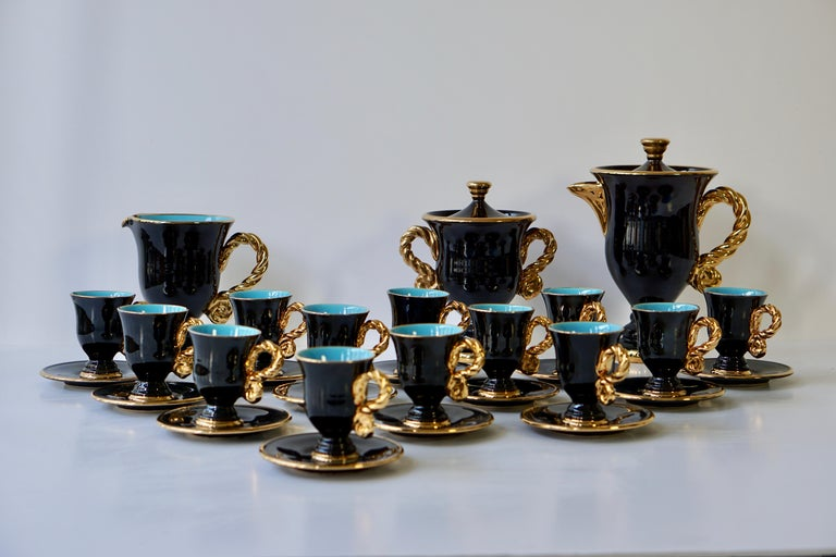 Marius Giuge Fine Gilded Ceramic Tea and Coffee Set, Vallauris, circa 1960s In Good Condition For Sale In Antwerp, BE
