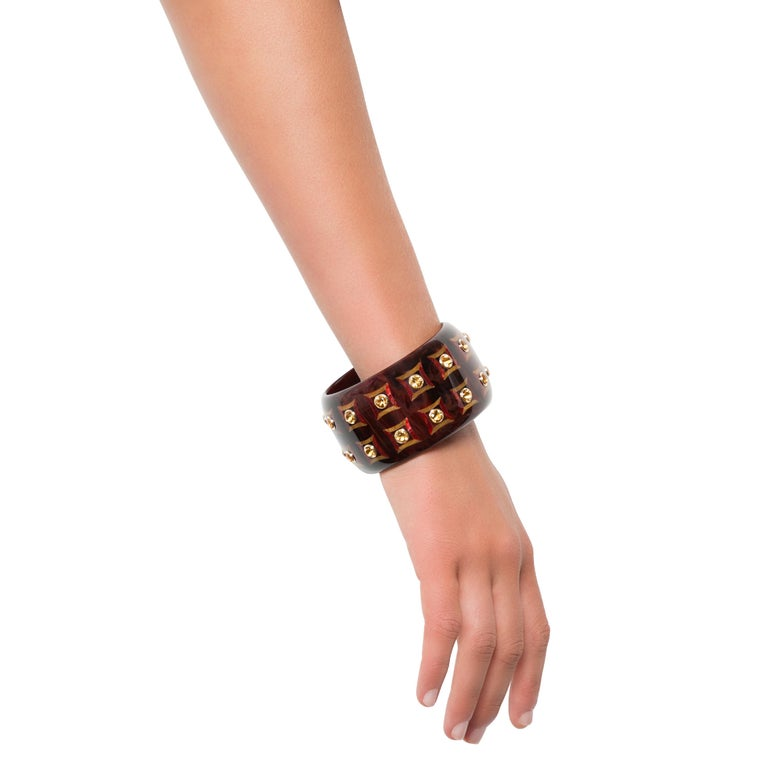 Round Cut Mark Davis Vintage Brown Bakelite Bangle with Inlaid Square Pattern and Citrine For Sale