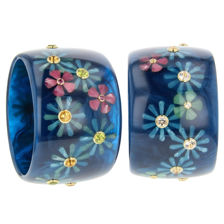 Mark Davis Vintage Navy Bakelite Bangle with Floral Inlay and Gemstones in 18k In New Condition For Sale In Beaufort, SC