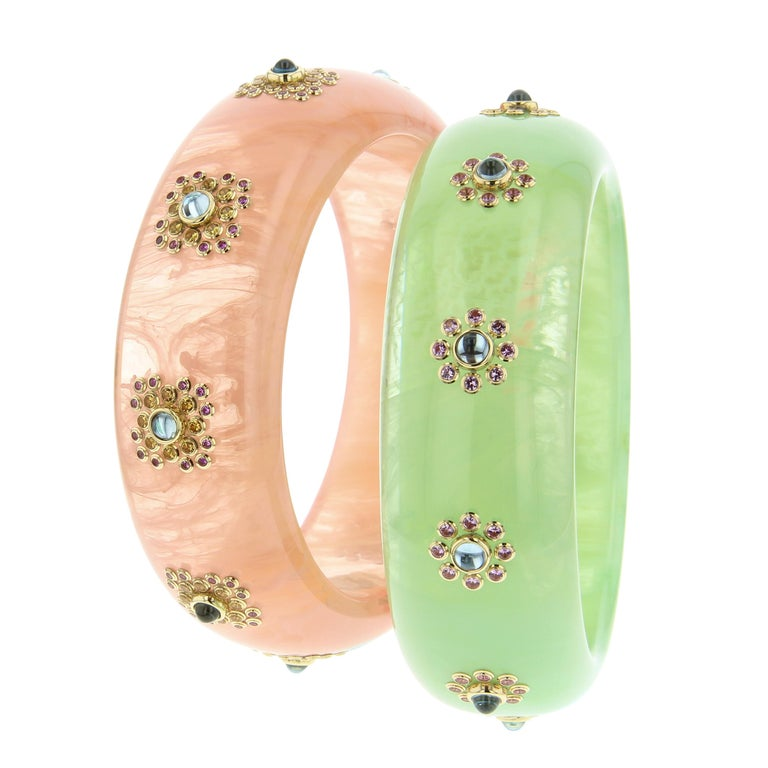 Mark Davis Vintage Pink Bakelite Bangle with Blue Topaz and Pink Sapphire in 18k In New Condition For Sale In Brooklyn, NY