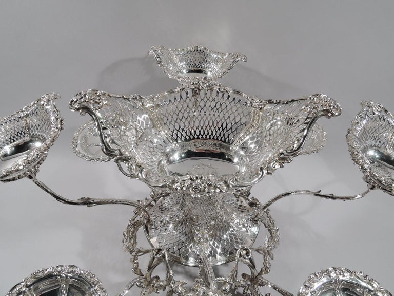 Market-Fresh English Georgian Rococo Epergne by Thomas Pitts, 1766 In Excellent Condition For Sale In New York, NY