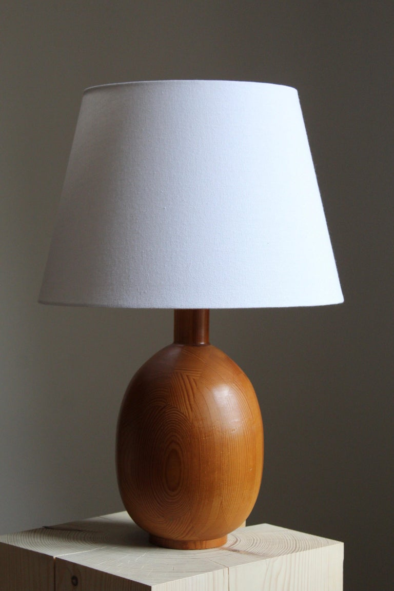 A pair of sizable table lamps. In solid pine. Lampshade not included. Produced by Markslöjd, Kinna, Sweden, c. 1970s.