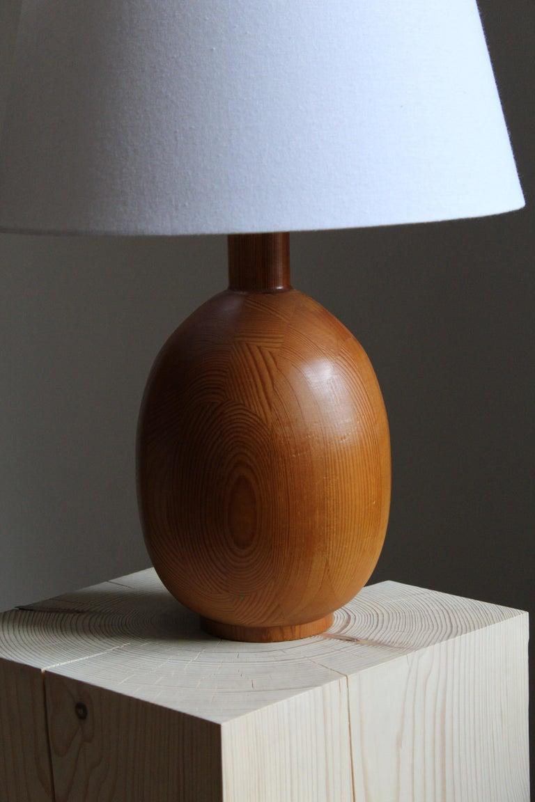 Modern Markslöjd, Sizeable Minimalist Table Lamp, Solid Pine, Kinna, Sweden, c. 1970s For Sale