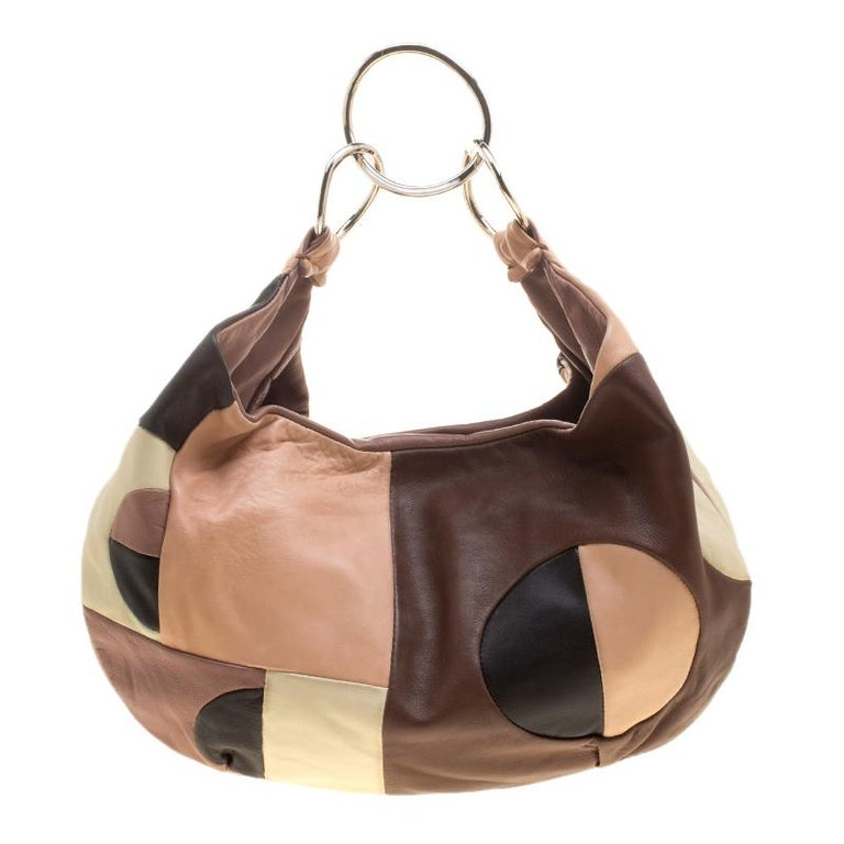 Add a sleek touch to your look with this multicolor hobo. This Marni creation will lend an edge to your look. Masterfully designed in leather, it can comfortably hold more than just essentials. This classy piece comes ready with a suede interior and