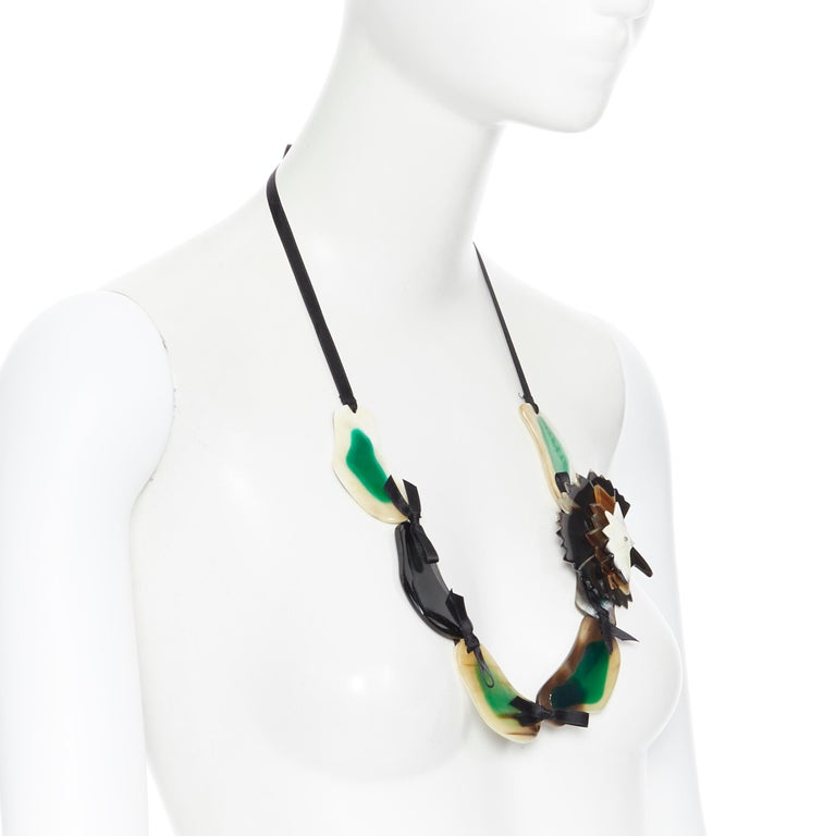 MARNI tribal green mixed resin ribbon tie detachable brooch statement necklace In Excellent Condition For Sale In Hong Kong, NT