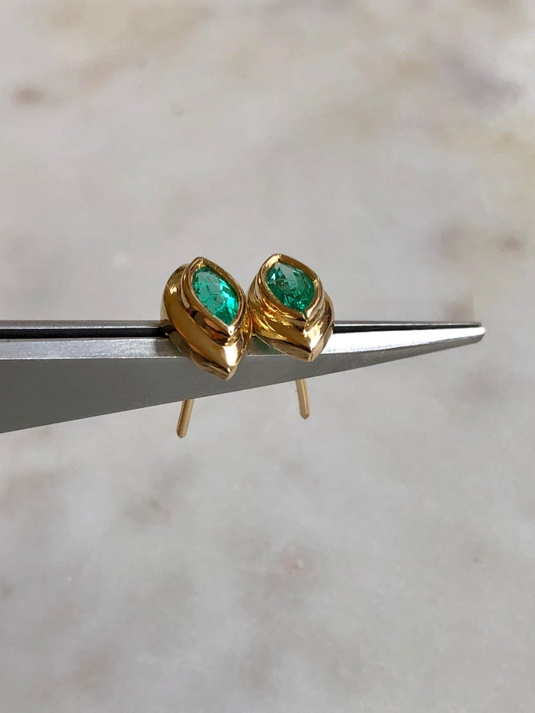 Marquise Emerald Stud Earrings 18 Karat Yellow Gold For Sale 1