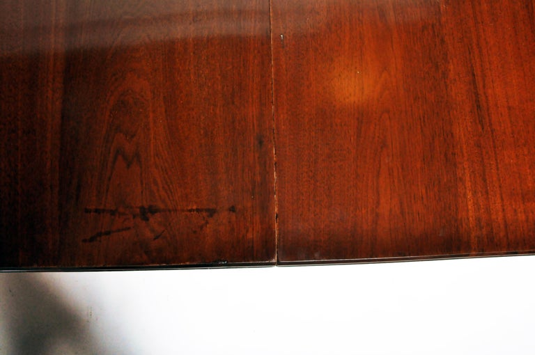 Marsh, Jones, & Cribb Antique Dining Table with Three Leaves For Sale 5