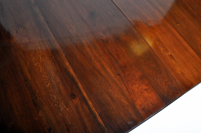 Marsh, Jones, & Cribb Antique Dining Table with Three Leaves For Sale 9