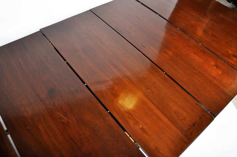 Marsh, Jones, & Cribb Antique Dining Table with Three Leaves For Sale 11