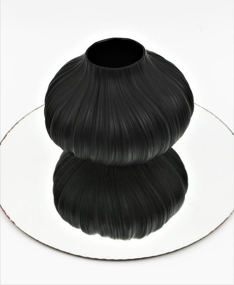 20th Century Martin Freyer for Rosenthal Unglazed Black Porcelain Plissée Vase, Germany 1960s For Sale