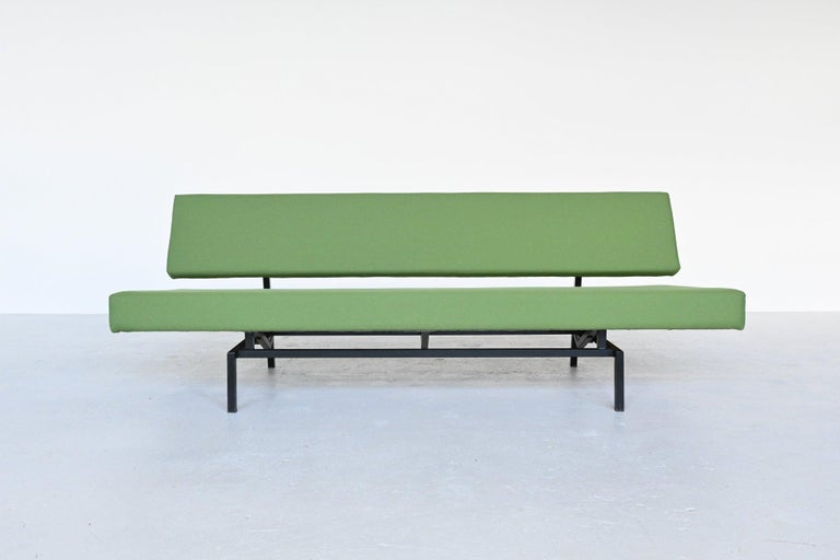 Iconic daybed sofa model BR03 designed by Martin Visser and manufactured by 't Spectrum Bergeyk, the Netherlands, 1960. This is the best sold sofa from the 1960s in the Netherlands, no other sofa could compete to this. This sofa can be turned from a