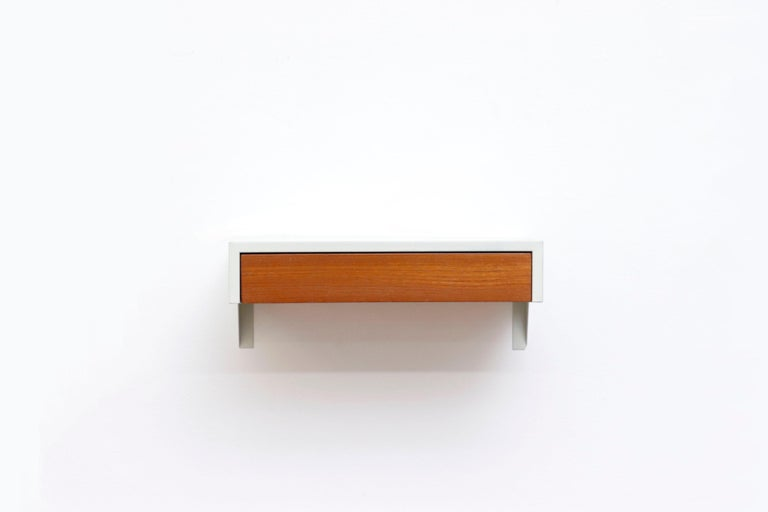 Rare Martin Visser wall shelf 'MODEL DD01' for 'T Spectrum, 1950s. Off white enameled metal frame with natural wood drawer. Sleek minimalist design and beautiful contrast of materials. Refinished.