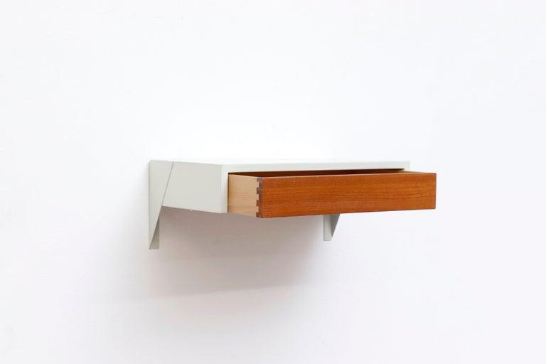 Enameled Martin Visser DD01 Wall Mount Shelf for 'T Spectrum For Sale