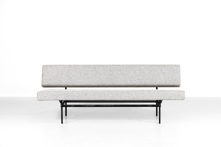 Nice sofa designed by Martin Visser for 't Spectrum. Freshly re-upholstered with new fabric and foam. Structure in metal.  2 positions, can be converting in bed.