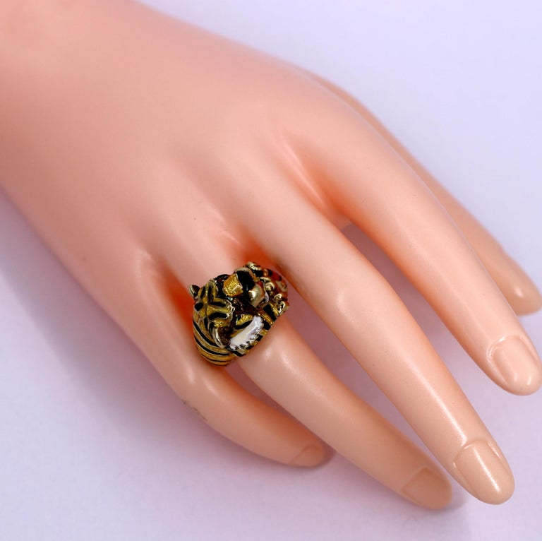 Martine Gold Enamel Tiger Ring In Good Condition For Sale In Palm Beach, FL