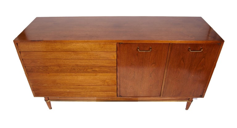 Martinsville Walnut Mid-Century Modern Credenza In Good Condition For Sale In Plymouth, MA