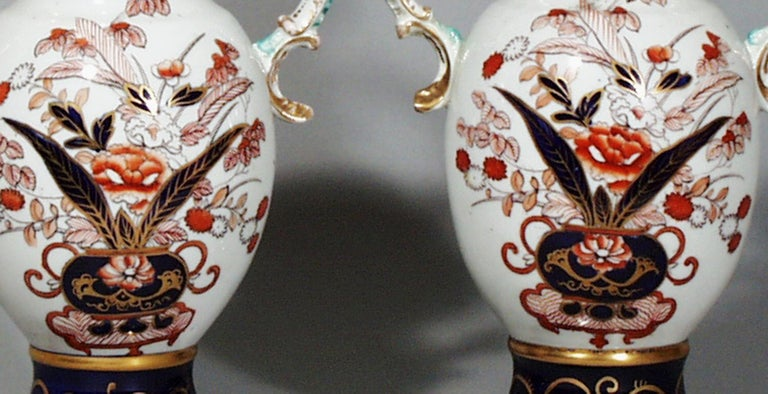 Mason's Ironstone Japan Pattern Vases, a Pair In Good Condition For Sale In Downingtown, PA
