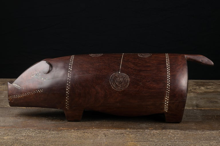 Massim Ceremonial Pig with Inlaid Shell, Trobiand Islands, Papua New Guinea For Sale 1