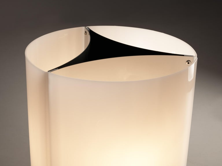 Massimo Vignelli for Arteluce Pair of Table Lamps Model 526 In Good Condition For Sale In Waalwijk, NL