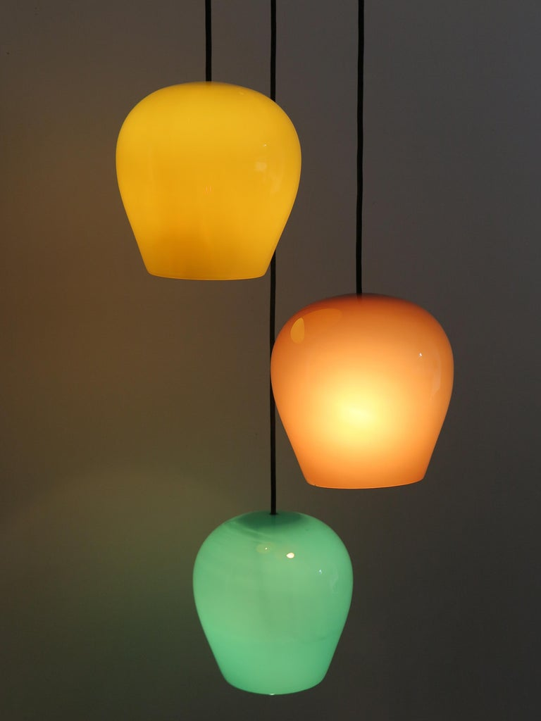 Italian Mid-Century Modern pendant lamp designed by Massimo Vignelli for Venini Murano with colored glass and polished brass, circa 1955. All original, electrical parts, all vintage, working. Measure: Diffuser colored glass diameter 24