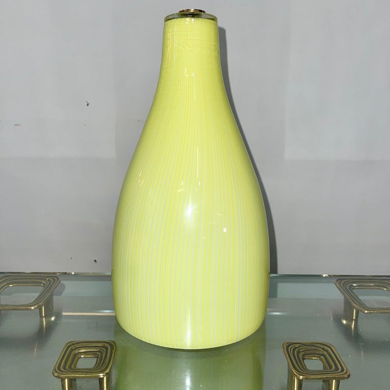 Since yellow Murano glass wall lamp designed by Massimo Vignelli for Venini, mid-1950s. Original hefty brass wall bracket. Porcelain socket for single standard Edison screw lightbulb up to 100 watts. Can be hardwired or corded.