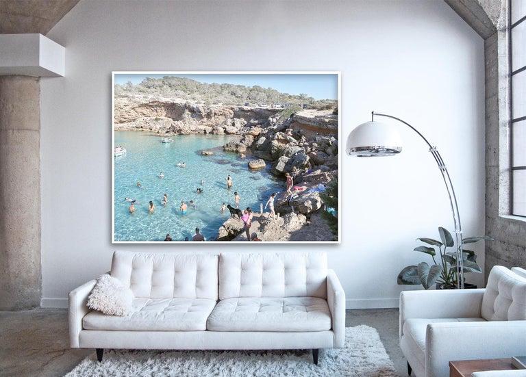 Cala Conta Black Dog - large scale Mediterranean beach scene (artist framed) - Photograph by Massimo Vitali