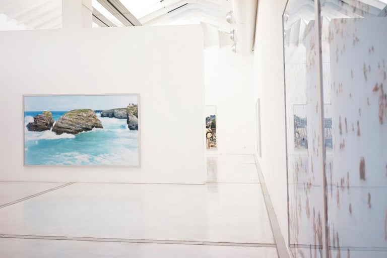 Cala Conta Evening - Large scale Mediterranean beach scene (artist framed) - Contemporary Photograph by Massimo Vitali