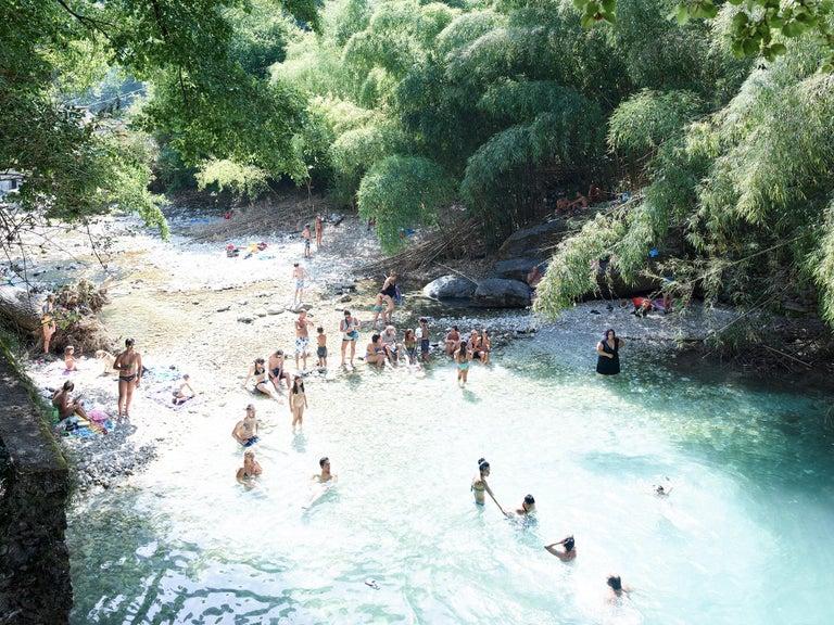 Massimo Vitali Color Photograph - Malbacco Desiata - large format photograph of iconic Italian summer moment