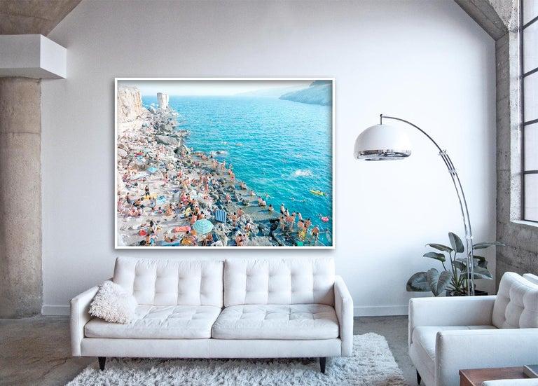 Porto Miggiano - large scale Mediterranean beach scene (artist framed) - Photograph by Massimo Vitali