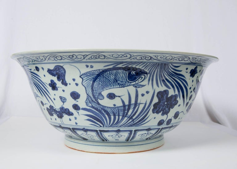 Massive Chinese Blue and White Punch Bowl Decorated with Fish In Good Condition For Sale In New York, NY