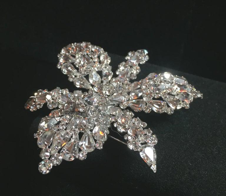 Massive Elsa Schiaparelli Crystal & Rhodium Orchideen Brosche & Ohrringe, 1950er Jahre 5